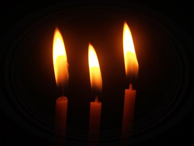 Любуйтесь пламенем свечей