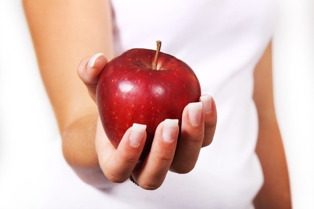 Используйте только свежее яблоко