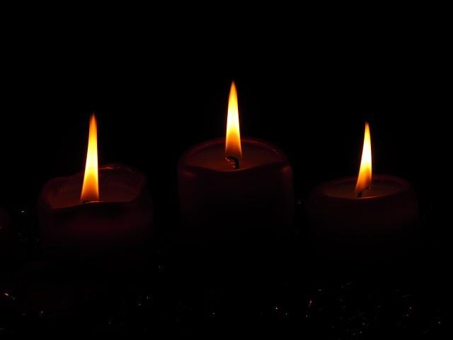Составьте треугольник из трех свечей купленных во вторник в церки