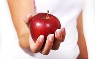 Как избавиться от неразделенной любви с помощью приворота на яблоко