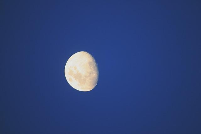 Изображение - Где можно найти деньги на улице moon-314884_640